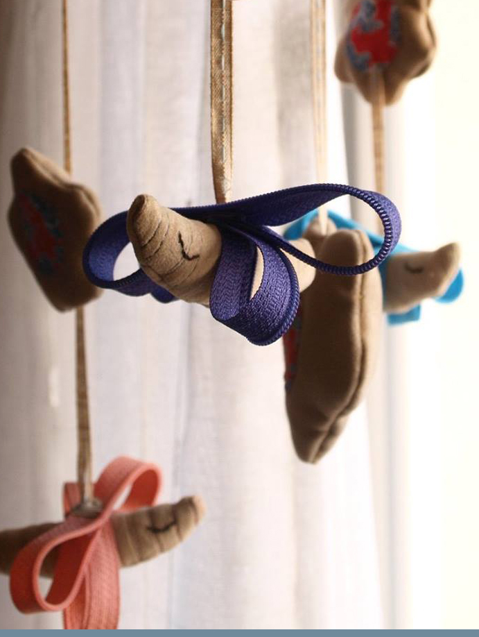 baby-mobile-flying-butterflies-handmade-fabric-zippers