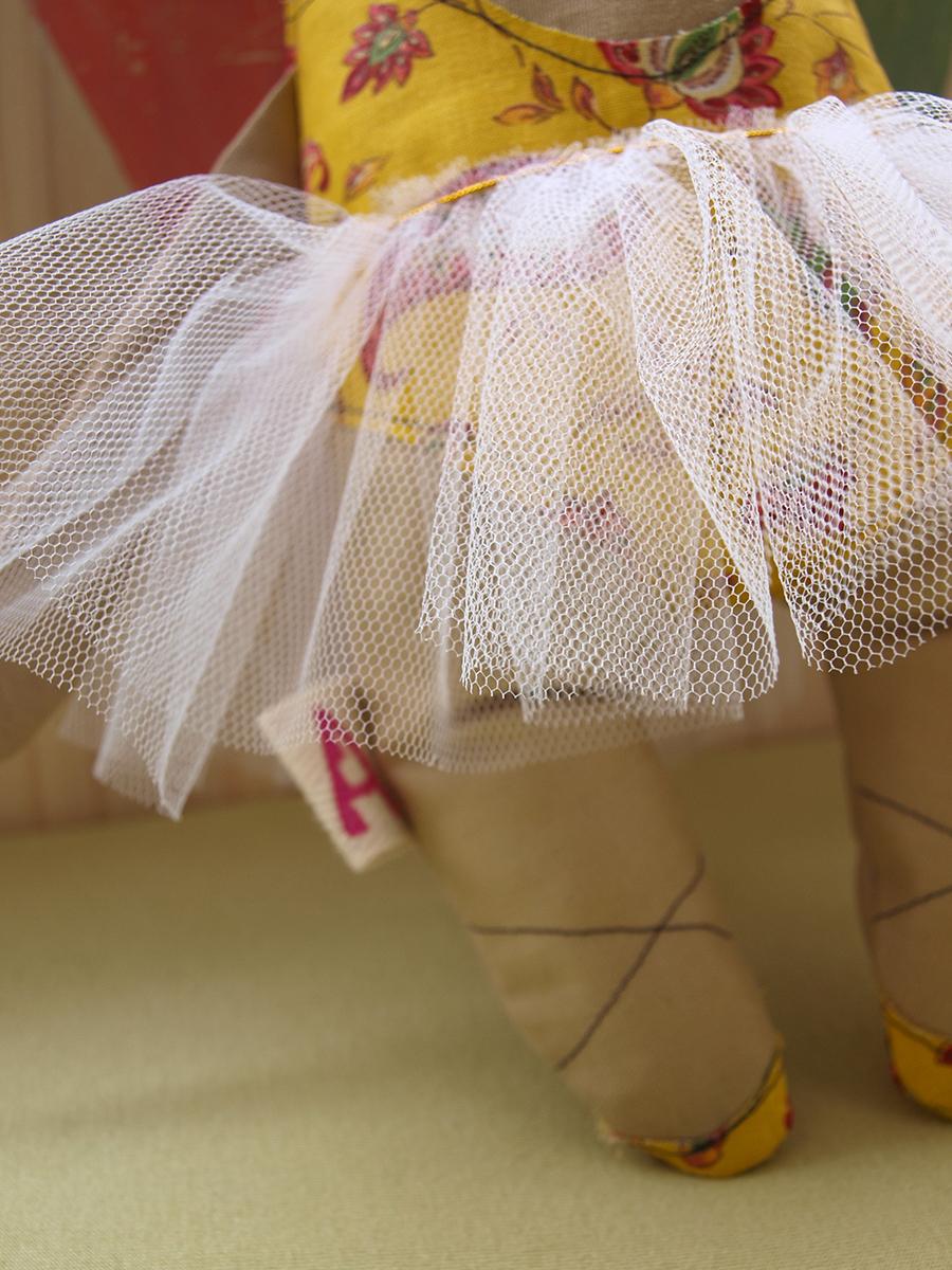 stuffed-animal-cow-plush-white-tulle-tutu-ballet-shoes